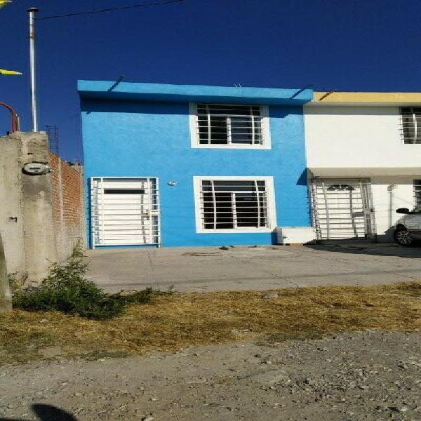 Se renta casa sola en colonia Santa Catarina (rumbo a la