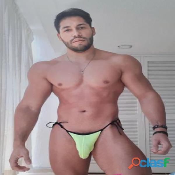 deportista fiestero muy vigoroso y atletico