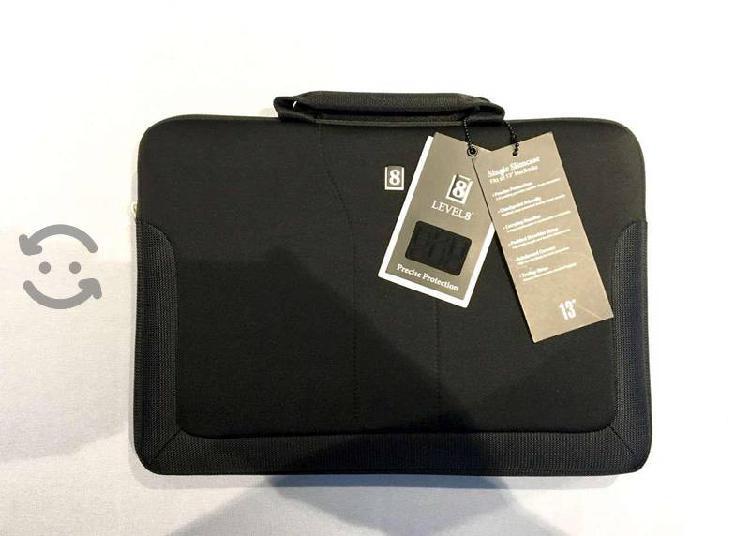 Funda protectora marca level 8 para laptop