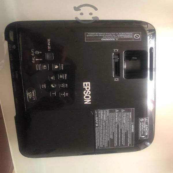 Proyector epson modelo powerlite s31+ pantalla