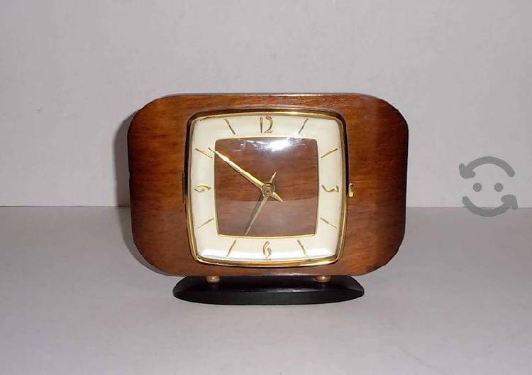 Antiguo reloj kienzle electromecánico alemán 60s