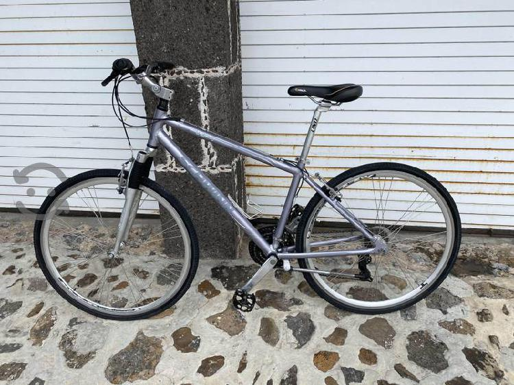 Bicicleta urbana schwinn híbrida