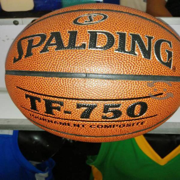 Balón de básquetbol spalding piel sintética tf750