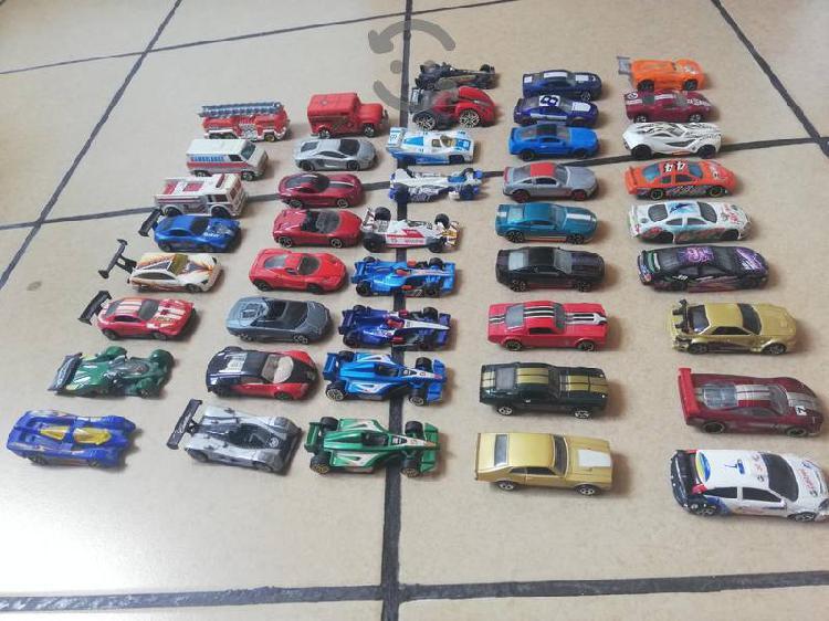 Lote de autos y aviones a escala