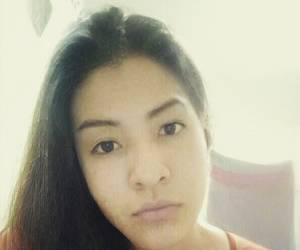 Chica trasvesti pasiva 22 con ganas de madurito cojelon