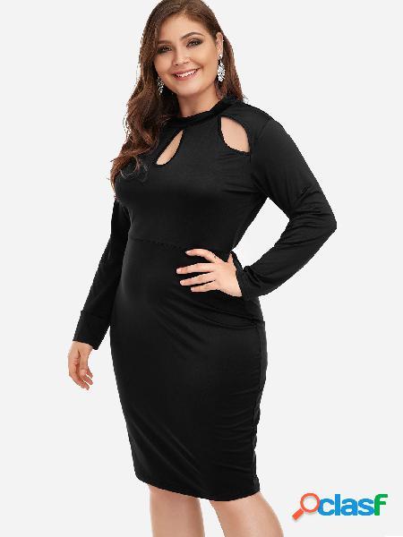 Tallas grandes, mini vestido negro recortado