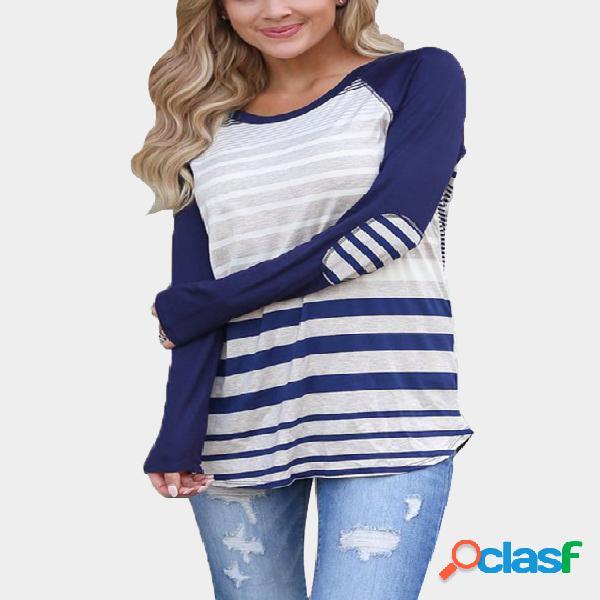 Camiseta con dobladillo curvado de cuello redondo azul