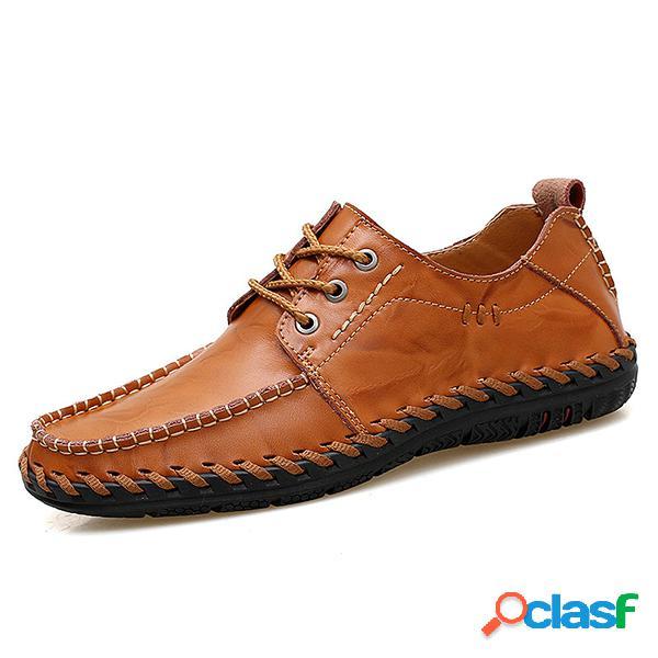 Zapatos modernos casuales transpirables de cuero blando con puntadas hechas a mano con cordones para hombres