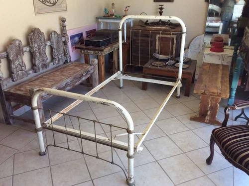 Base cama antigua vintage con respaldo individual metálica