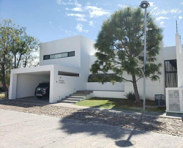 Casa en venta en aguascalientes campestre club de golf sur -