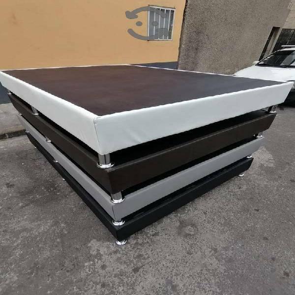 Base de cama de pino forrada tamaño queen size