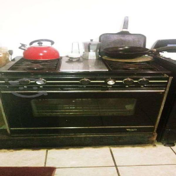 Cocina, tarja, estufa, llave mezcladora, conector