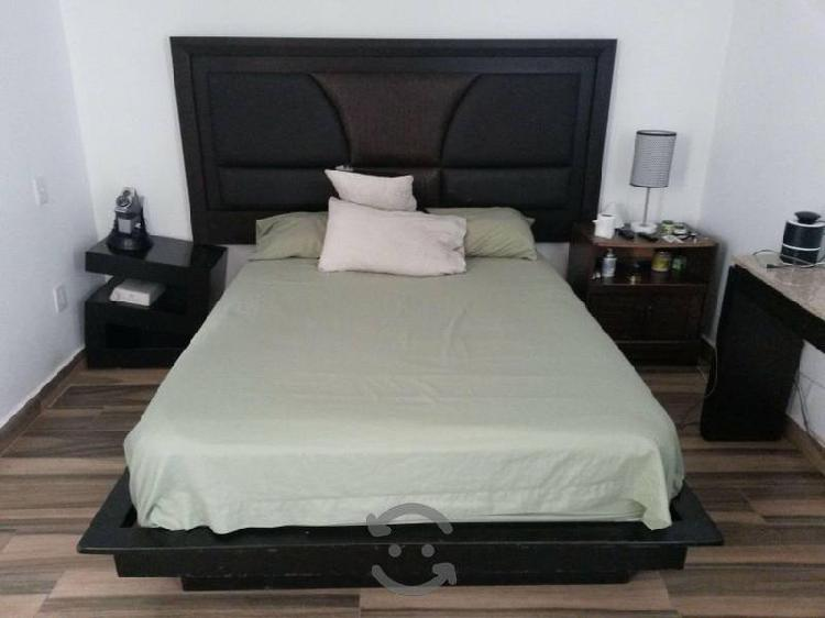 Recamara   cama queen size y 2 buros