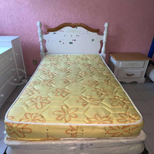 Set de recamara infanti(cama+colchón+buró+estante)
