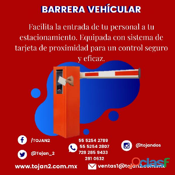 Barrera vehícular con lector de tarjeta de proximidad
