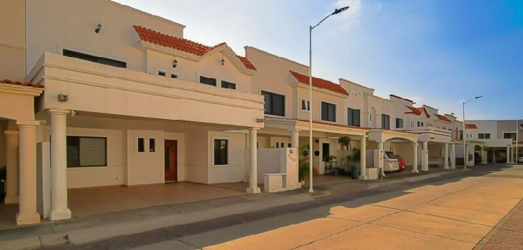 Casa en renta semi amueblada privada villa arboleda zona