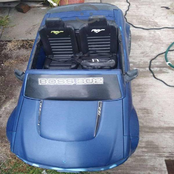 Mustang azul eléctrico