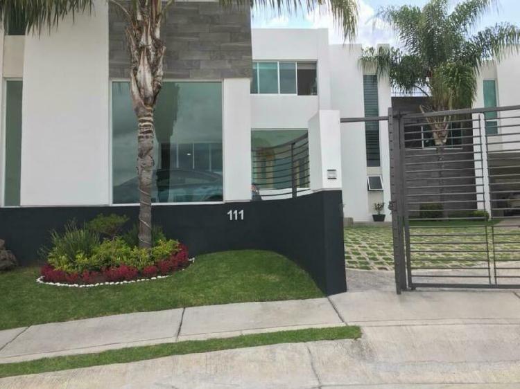 Casa en porta fontana. cerca de parque metropolitano y plaza
