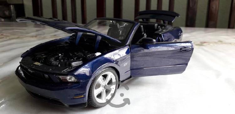 Mustang convertible a escala 1/18
