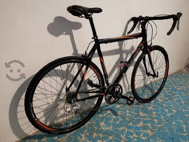 Vendo bicicleta raleigh totalmente de aluminio