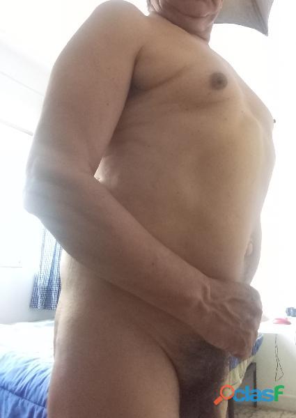 Hombre maduro varonil busca hombre activo para relaciones discretas