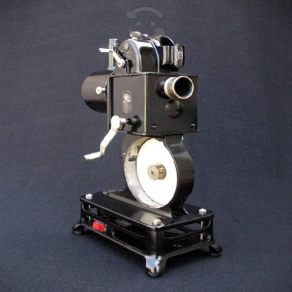 Antiguo proyector de películas pathé