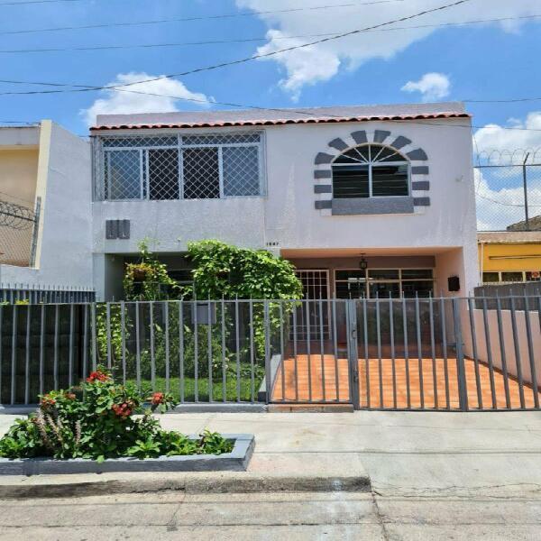 Bonita casa en venta en col. independencia guadalajara