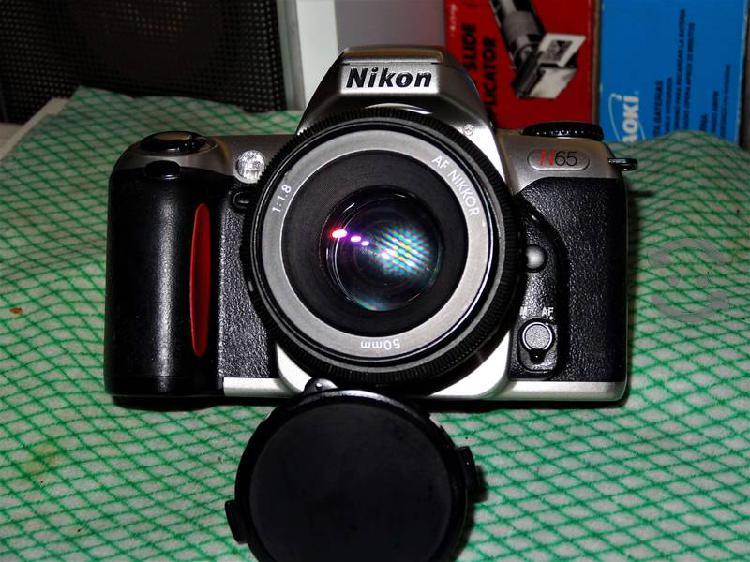 Cámara nikon n65 de 35mm