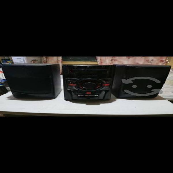 Minicomponente lg y sistema de audio para pc hq