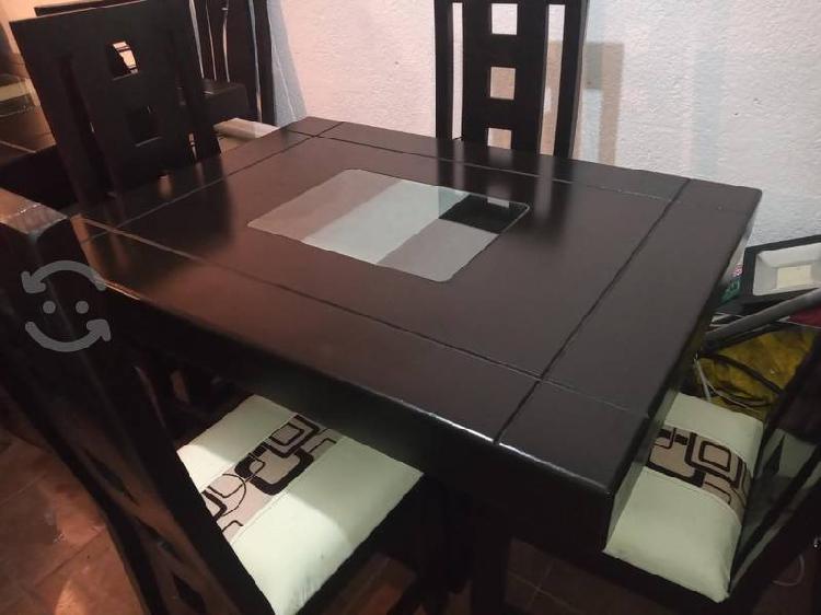 Comedor minimalista color chocolate 4 sillas