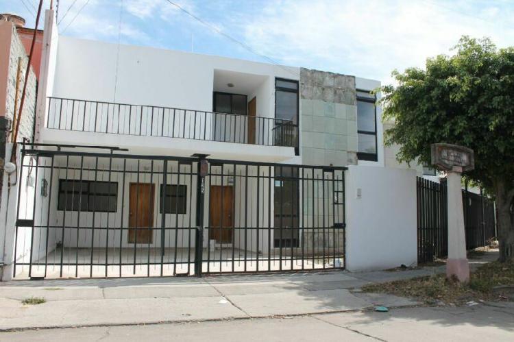 Casa en venta 4 recámaras león moderno zona centro