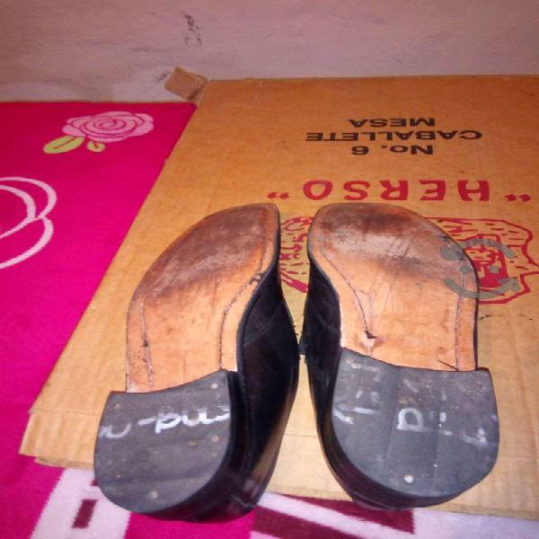 Zapatos de piel suela de cuero