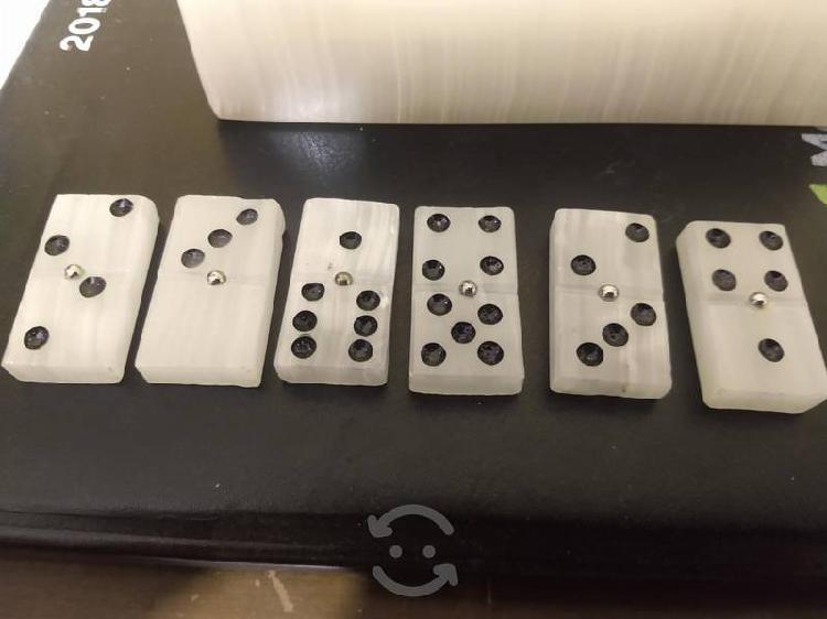 Domino de mármol blanco