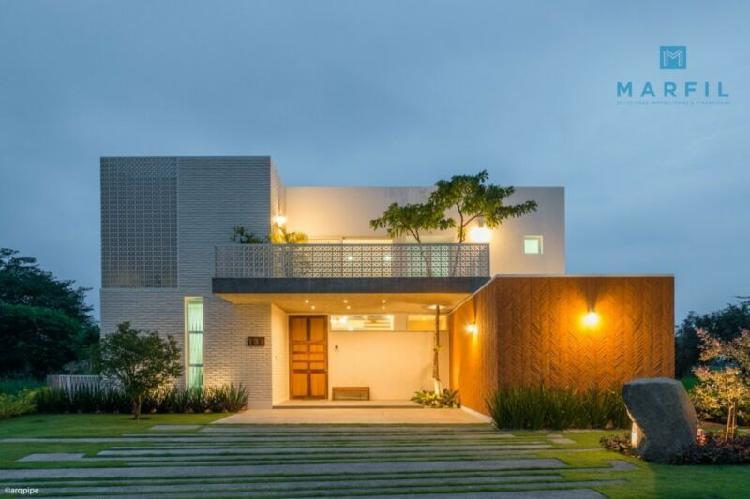 Hermosa casa en venta único diseño en altozano colima