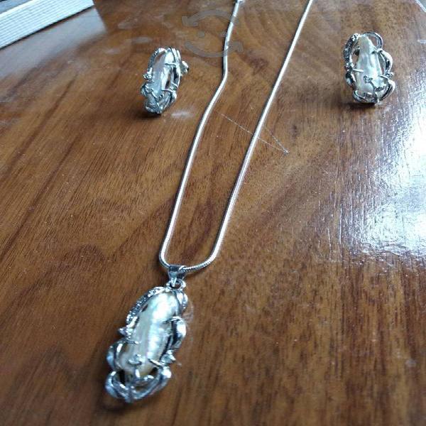 Set de collar aretes y pulsera de perlas