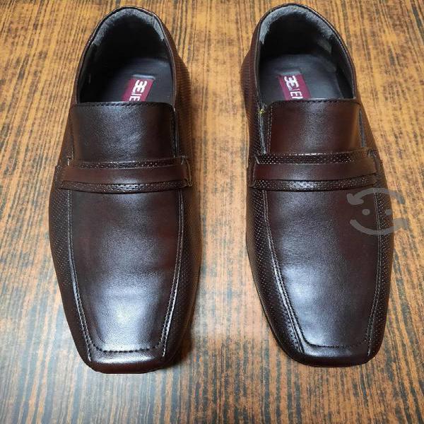 Zapatos emyco color caoba