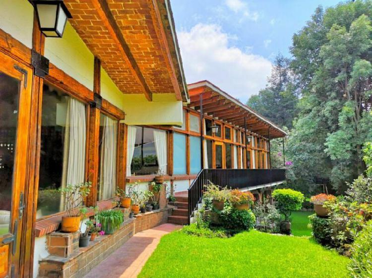Preciosa casa con amplios espacios y gran jardín -