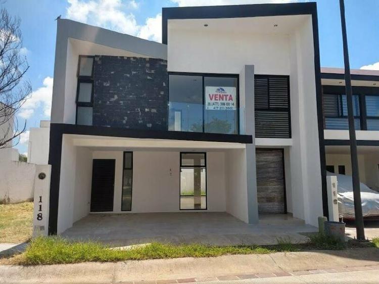 Venta de hermosa casa nueva de 4 recamaras en mayorazgo