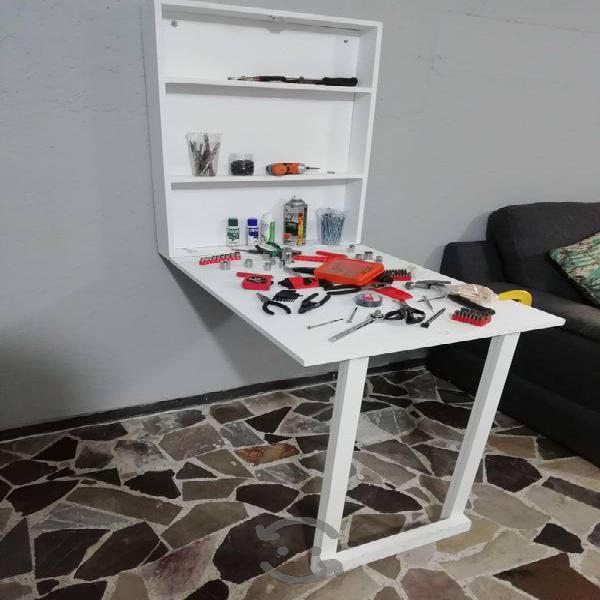 Mesa plegable a la pared