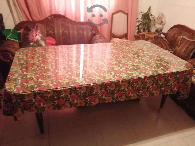 Mesa de comedor con cubierta de vidrio