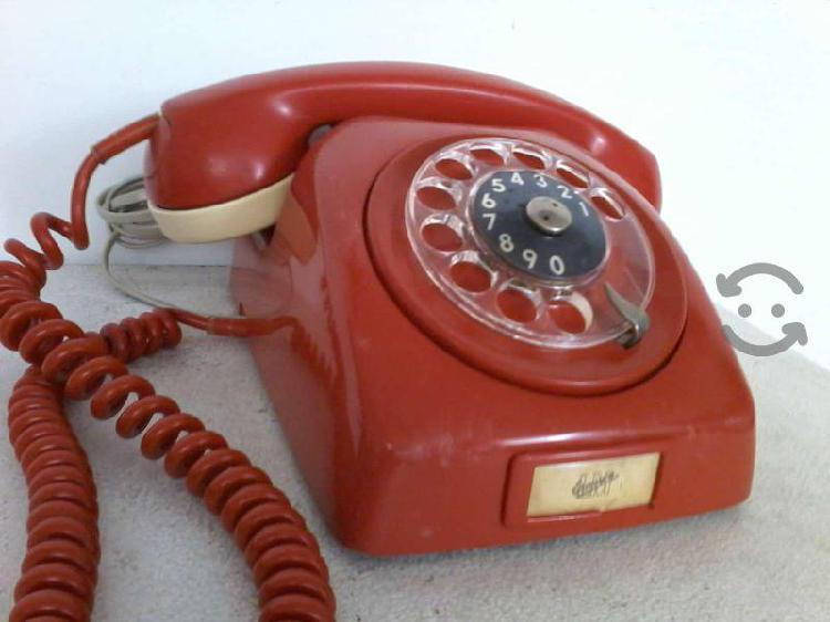 Teléfono antiguo ericsson color rojo