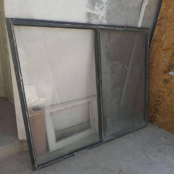 """Ventana de aluminio de 58""""x 60"""" con pestaña"""