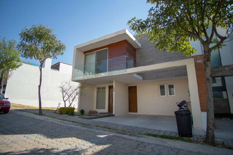 Casa semi nueva en venta en lomas de angelopolis