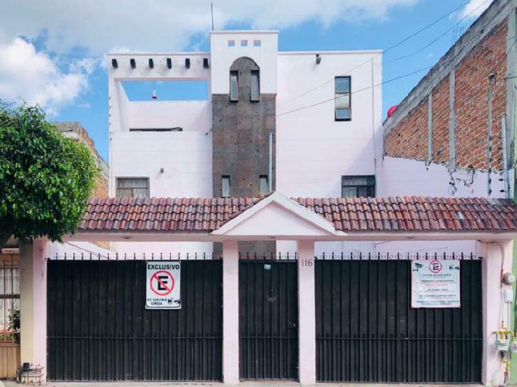 Casa en venta con 6 recámaras en las Trojes, León, Gto