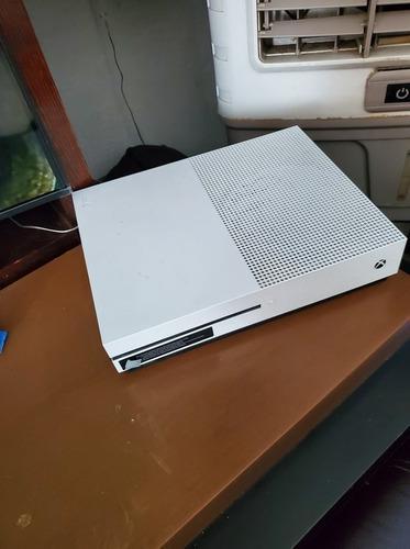 Xbox one s 500gb 1 control funcionando al 100.