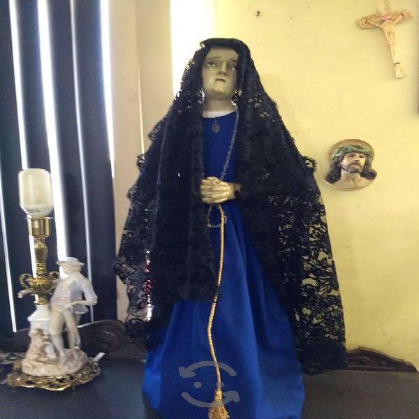 Antigua virgen de madera