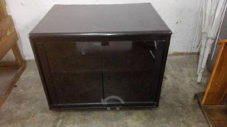 Buro o mueble para estereo o television restaurado