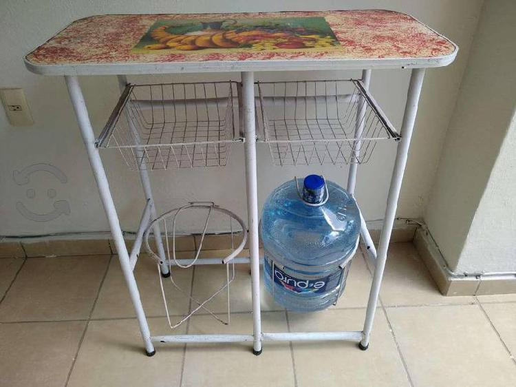 Mesa con portagarrafon doble, útil y resistente