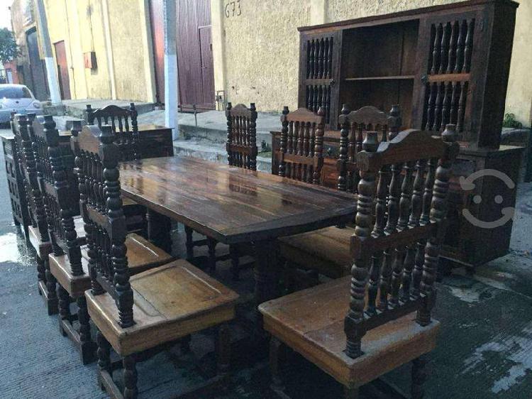 Comedor de madera antiguo
