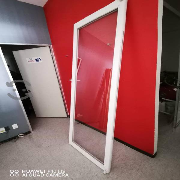 Puertas de aluminio y vidrio